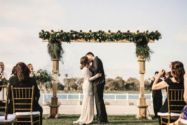 modern-classic-coronado-wedding-in-black-white-and-gold-brandi-potter-photography-10