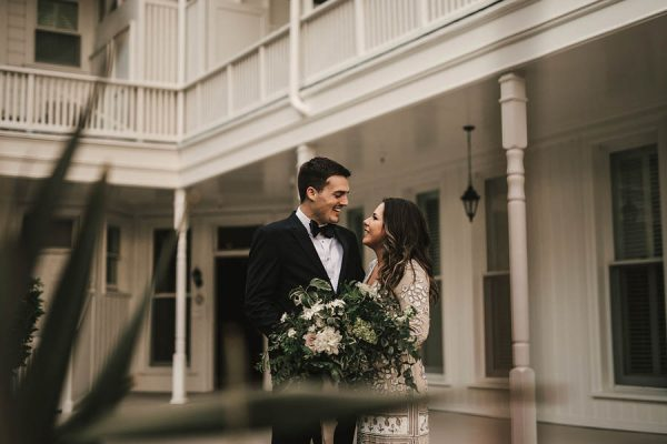 modern-classic-coronado-wedding-in-black-white-and-gold-brandi-potter-photography-18
