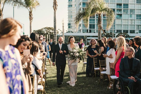 modern-classic-coronado-wedding-in-black-white-and-gold-brandi-potter-photography-8