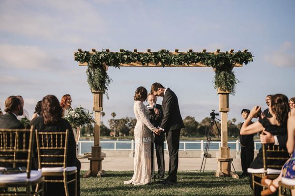modern-classic-coronado-wedding-in-black-white-and-gold-brandi-potter-photography-9
