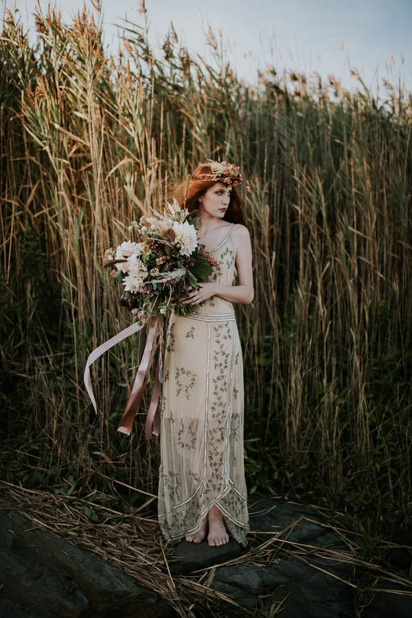 this-beachy-bridal-inspiration-has-a-moody-romantic-twist-allison-markova-photography-1