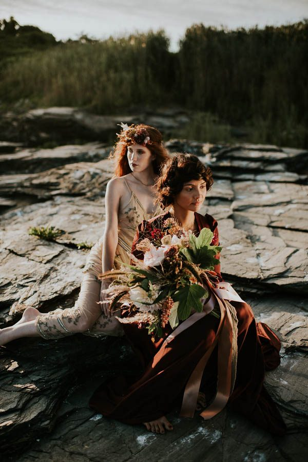 this-beachy-bridal-inspiration-has-a-moody-romantic-twist-allison-markova-photography-16