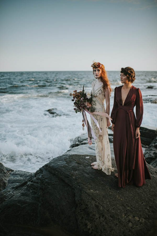 this-beachy-bridal-inspiration-has-a-moody-romantic-twist-allison-markova-photography-27