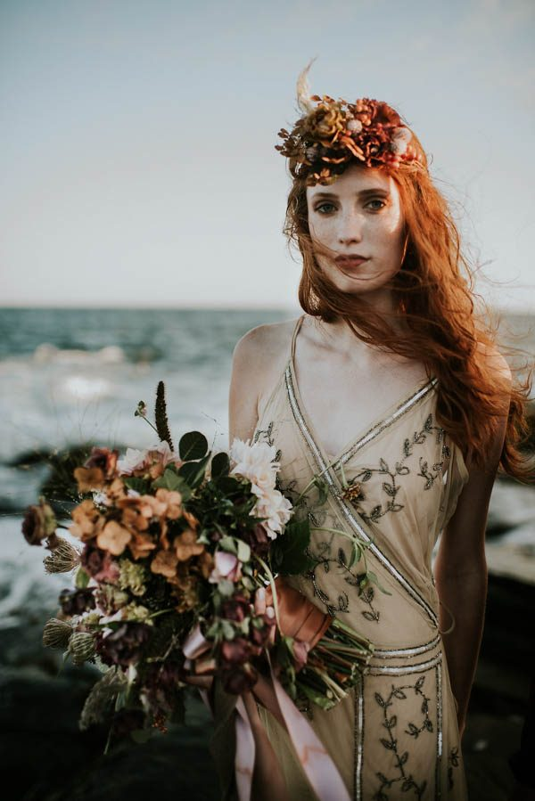 this-beachy-bridal-inspiration-has-a-moody-romantic-twist-allison-markova-photography-28