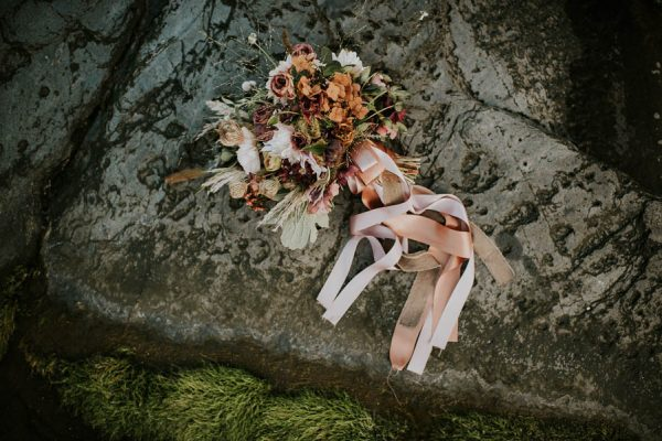 this-beachy-bridal-inspiration-has-a-moody-romantic-twist-allison-markova-photography-30