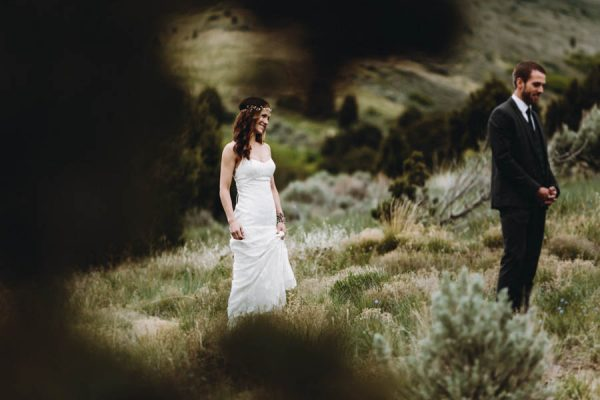 this-couple-took-a-romantic-mountain-hike-before-their-meridell-park-wedding-anni-graham-photography-1