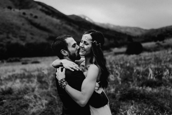 this-couple-took-a-romantic-mountain-hike-before-their-meridell-park-wedding-anni-graham-photography-10