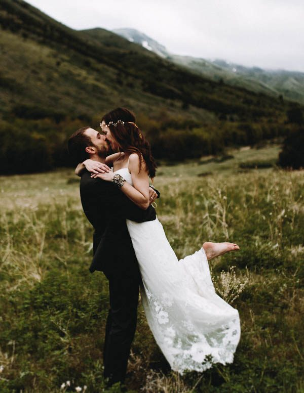 this-couple-took-a-romantic-mountain-hike-before-their-meridell-park-wedding-anni-graham-photography-11