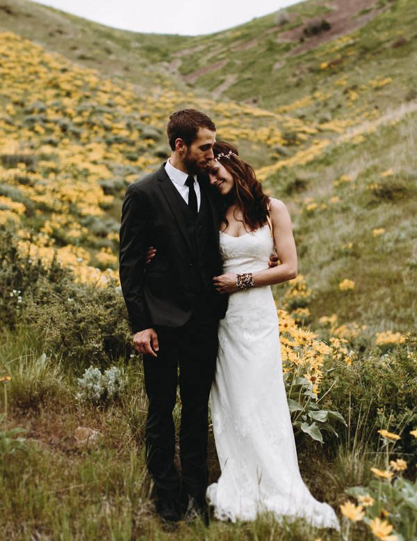 this-couple-took-a-romantic-mountain-hike-before-their-meridell-park-wedding-anni-graham-photography-13