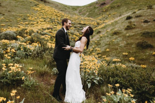 this-couple-took-a-romantic-mountain-hike-before-their-meridell-park-wedding-anni-graham-photography-16