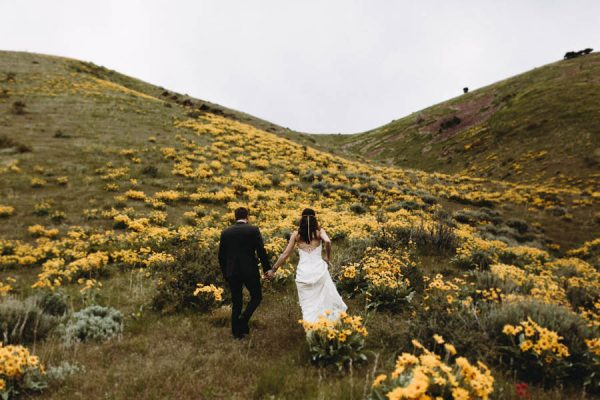 this-couple-took-a-romantic-mountain-hike-before-their-meridell-park-wedding-anni-graham-photography-17