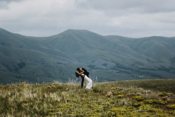 this-couple-took-a-romantic-mountain-hike-before-their-meridell-park-wedding-anni-graham-photography-18