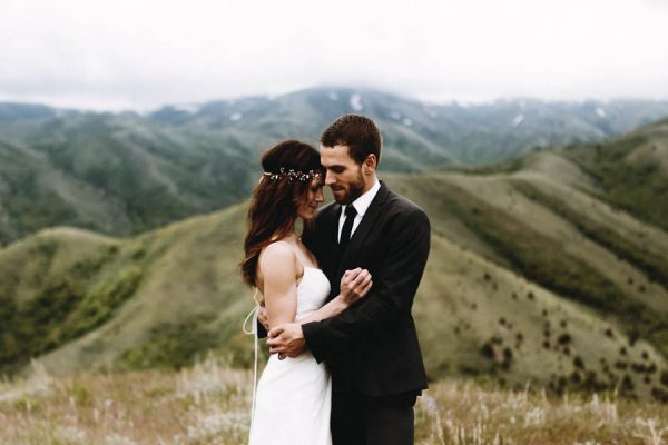 this-couple-took-a-romantic-mountain-hike-before-their-meridell-park-wedding-anni-graham-photography-19