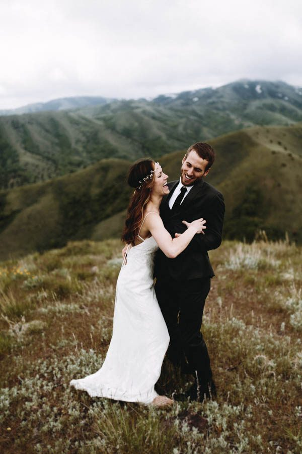 this-couple-took-a-romantic-mountain-hike-before-their-meridell-park-wedding-anni-graham-photography-23