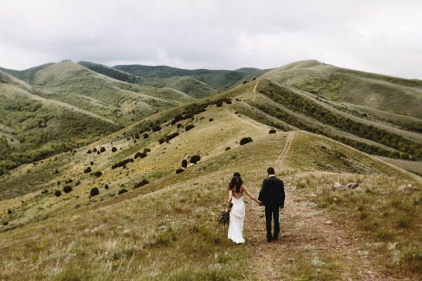 this-couple-took-a-romantic-mountain-hike-before-their-meridell-park-wedding-anni-graham-photography-31