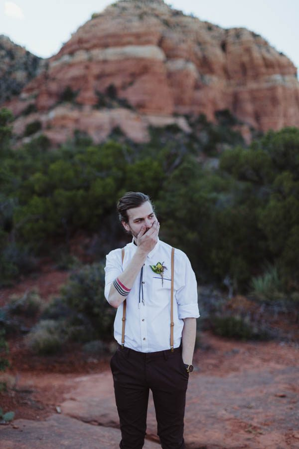 vintage-inspired-sedona-elopement-at-yavapai-point-overlooking-bell-rock-andy-roberts-photography-13