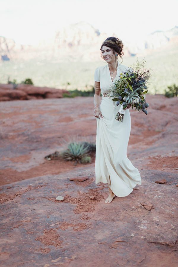 vintage-inspired-sedona-elopement-at-yavapai-point-overlooking-bell-rock-andy-roberts-photography-14