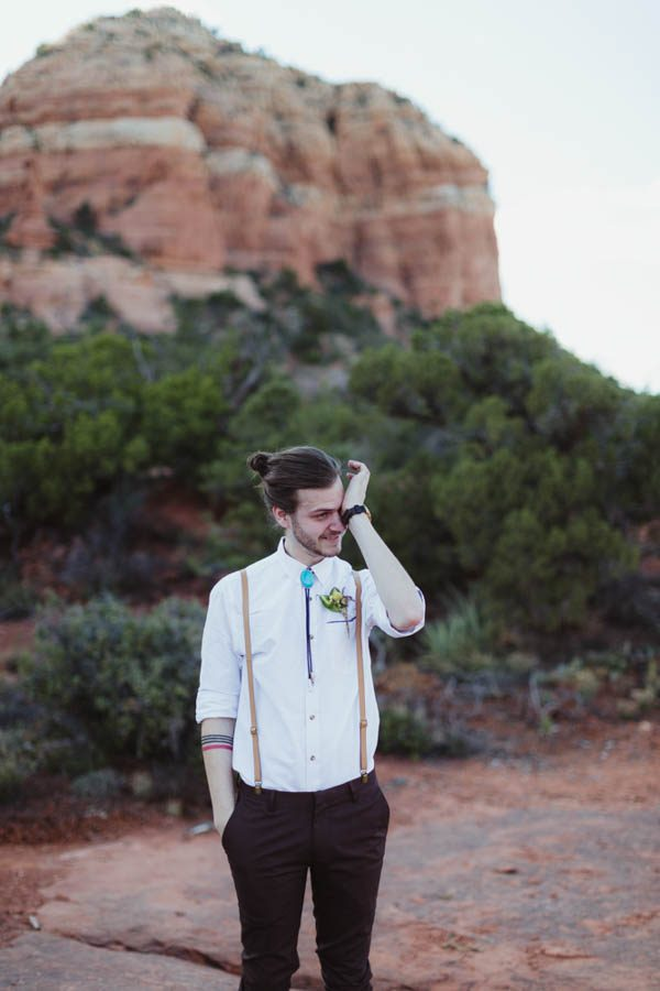 vintage-inspired-sedona-elopement-at-yavapai-point-overlooking-bell-rock-andy-roberts-photography-15