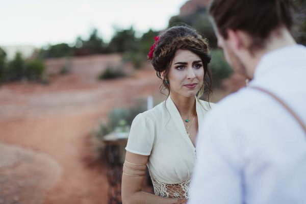 vintage-inspired-sedona-elopement-at-yavapai-point-overlooking-bell-rock-andy-roberts-photography-20