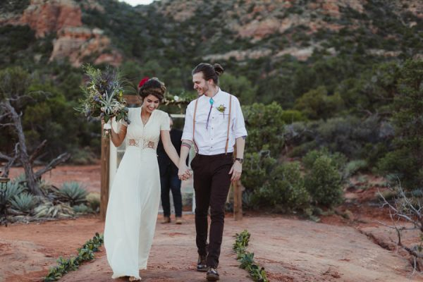 vintage-inspired-sedona-elopement-at-yavapai-point-overlooking-bell-rock-andy-roberts-photography-25