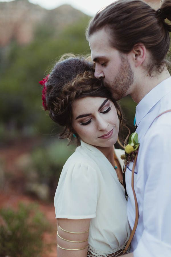 vintage-inspired-sedona-elopement-at-yavapai-point-overlooking-bell-rock-andy-roberts-photography-32