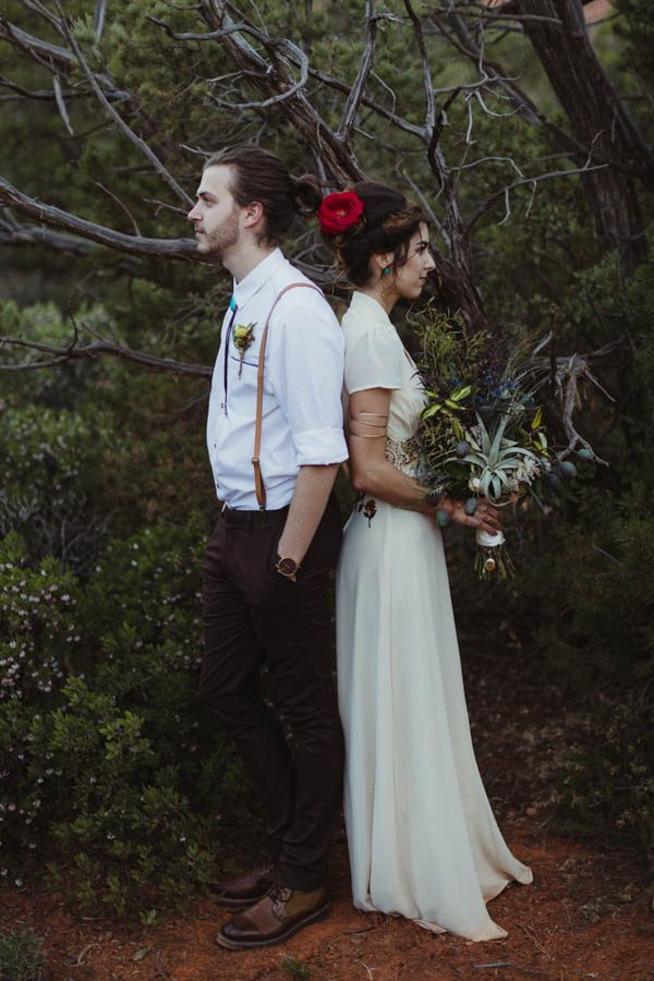 vintage-inspired-sedona-elopement-at-yavapai-point-overlooking-bell-rock-andy-roberts-photography-37