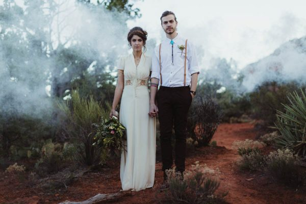 vintage-inspired-sedona-elopement-at-yavapai-point-overlooking-bell-rock-andy-roberts-photography-39