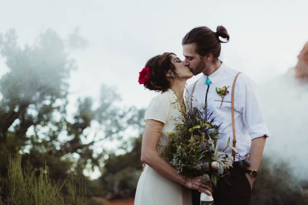 vintage-inspired-sedona-elopement-at-yavapai-point-overlooking-bell-rock-andy-roberts-photography-40