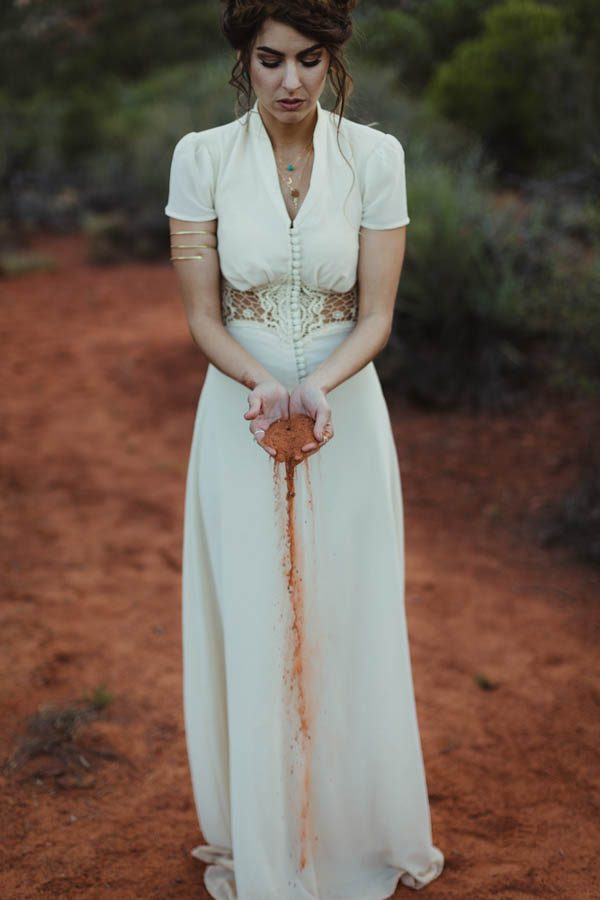 vintage-inspired-sedona-elopement-at-yavapai-point-overlooking-bell-rock-andy-roberts-photography-41