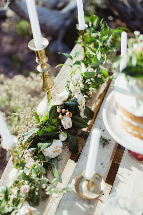 vintage-inspired-sedona-elopement-at-yavapai-point-overlooking-bell-rock-andy-roberts-photography-49