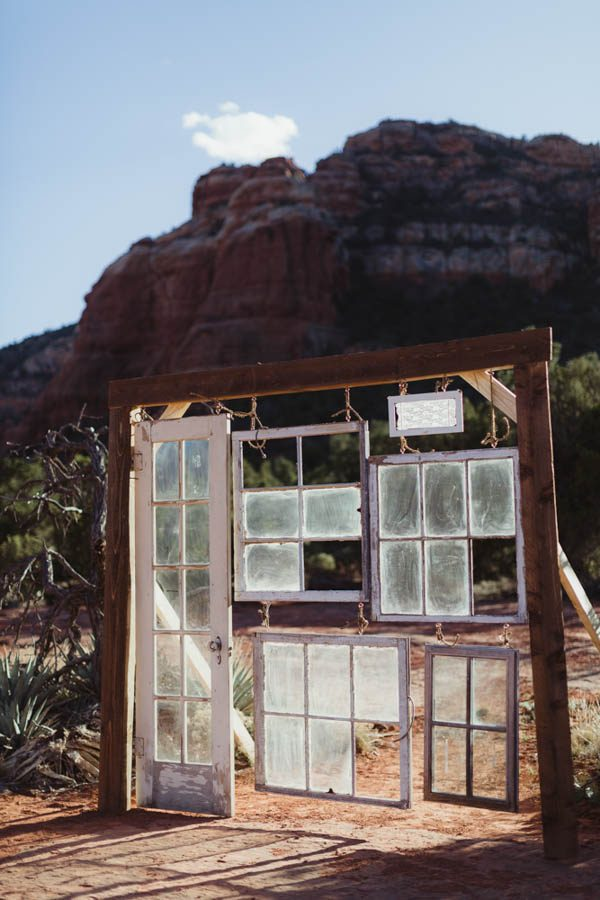vintage-inspired-sedona-elopement-at-yavapai-point-overlooking-bell-rock-andy-roberts-photography-9