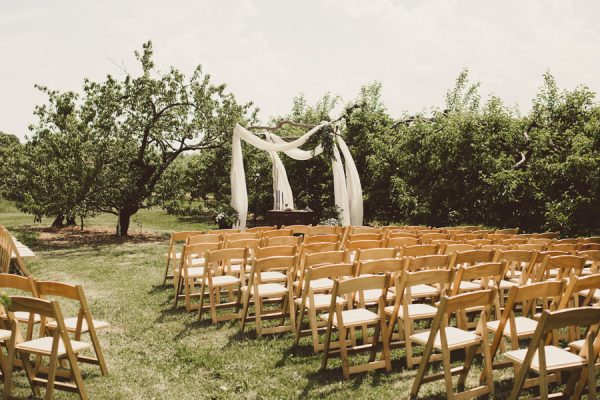 baby-blue-michigan-wedding-on-an-apple-orchard-13