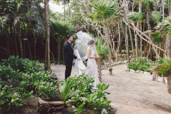 elegant-tulum-destination-wedding-in-black-white-10
