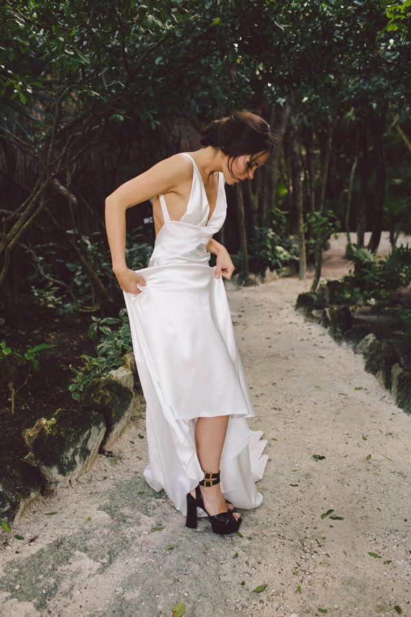 elegant-tulum-destination-wedding-in-black-white-15