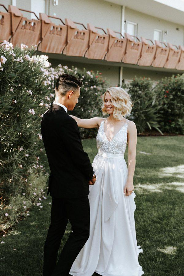 fashion-forward-scottsdale-wedding-in-black-grey-and-rose-gold-11