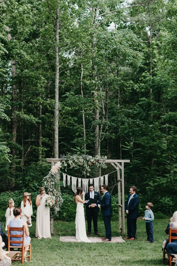 relaxed-boho-north-carolina-wedding-at-rock-quarry-farm-28