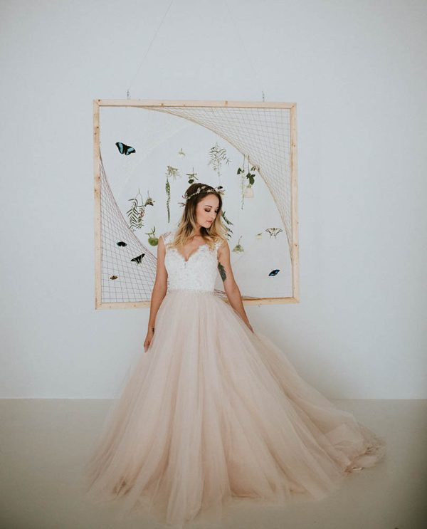 we-guarantee-youll-get-butterflies-over-this-dreamy-emerald-wedding-inspiration-12