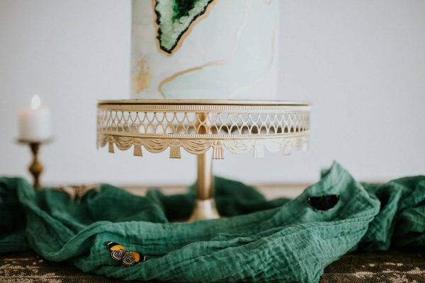 we-guarantee-youll-get-butterflies-over-this-dreamy-emerald-wedding-inspiration-14