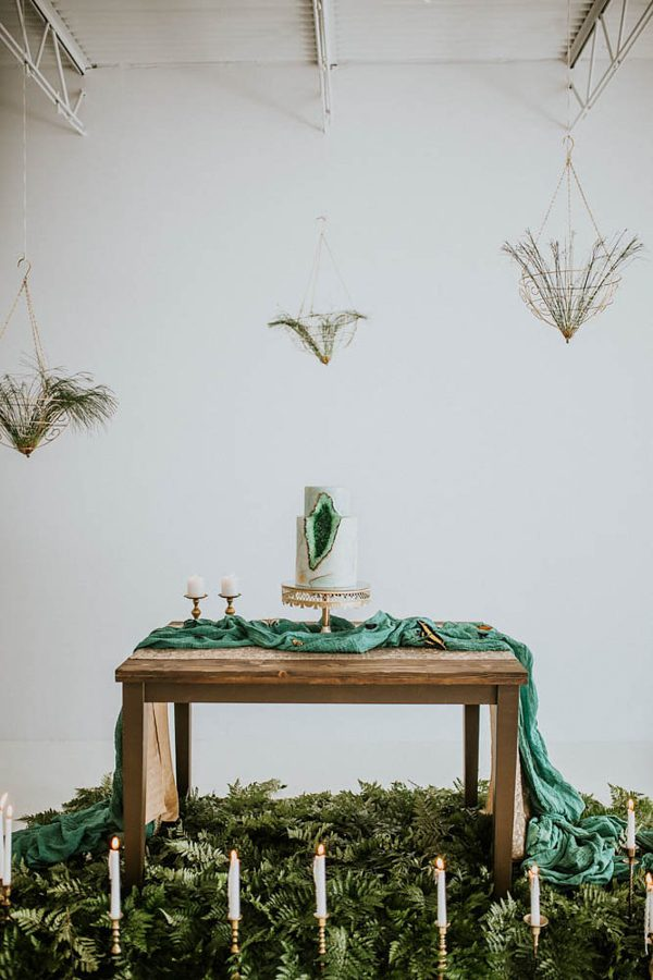we-guarantee-youll-get-butterflies-over-this-dreamy-emerald-wedding-inspiration-15