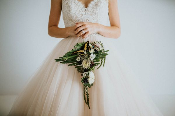 we-guarantee-youll-get-butterflies-over-this-dreamy-emerald-wedding-inspiration-19