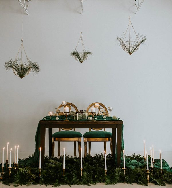we-guarantee-youll-get-butterflies-over-this-dreamy-emerald-wedding-inspiration-2