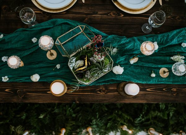 we-guarantee-youll-get-butterflies-over-this-dreamy-emerald-wedding-inspiration-4