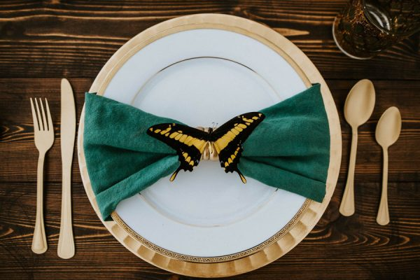we-guarantee-youll-get-butterflies-over-this-dreamy-emerald-wedding-inspiration-6