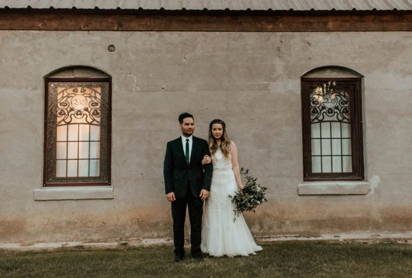 black-and-emerald-texas-wedding-at-olde-dobbin-station-joseph-west-23