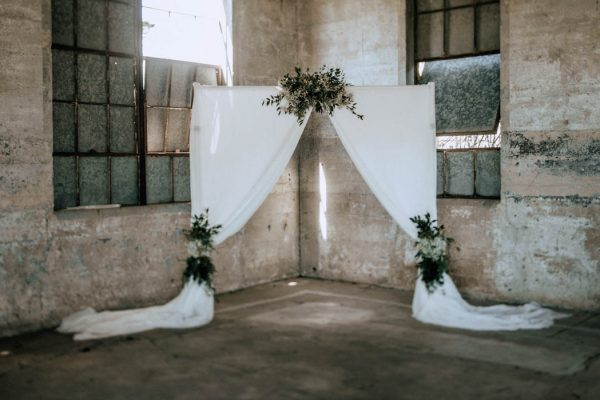 black-and-emerald-texas-wedding-at-olde-dobbin-station-joseph-west-26
