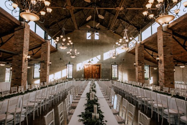 black-and-emerald-texas-wedding-at-olde-dobbin-station-joseph-west-32