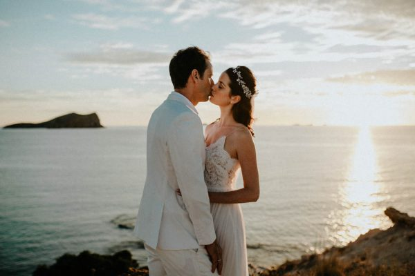 effortless-cliffside-wedding-in-ibiza-sascha-kraemer-47