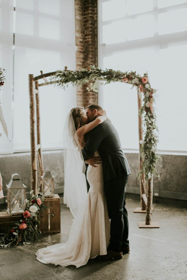 modern-romantic-portland-wedding-at-leftbank-annex-olivia-strohm-photography-28