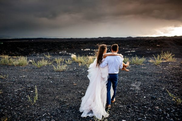 rugged-hawaiian-wedding-photos-on-the-big-island-karina-and-maks-11