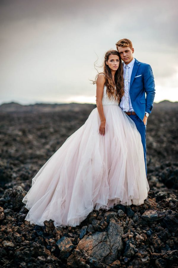 rugged-hawaiian-wedding-photos-on-the-big-island-karina-and-maks-13